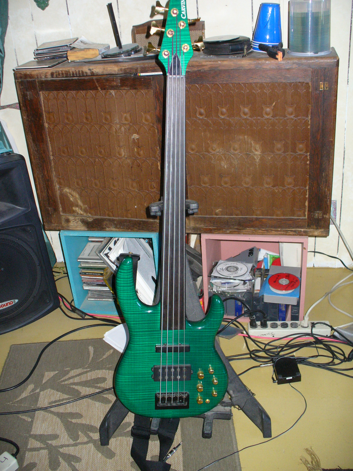 FretlessBass.com user submitted gallery Carvin fretless bass